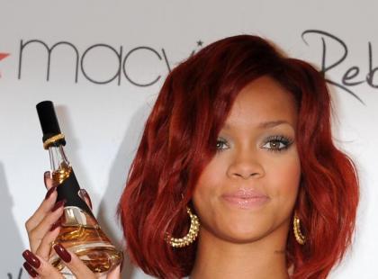"""Rihanna promuje swoje pierwsze perfumy """"Reb'l Fleur"""""""