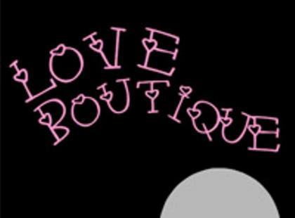 Robert Kudelski za ladą sex shopu