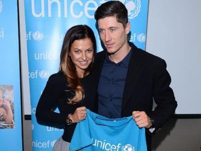 Robert Lewandowski z piękną żoną na gali UNICEFu