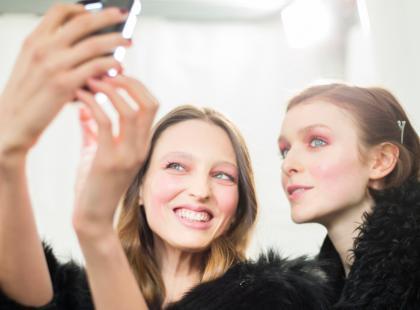 """Robienie """"selfie"""" jest dobre dla twojego zdrowia psychicznego"""