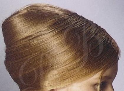 Rolowana fryzura