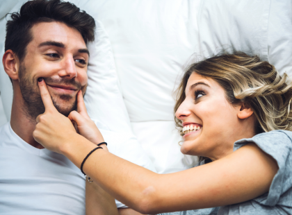 """""""Romeo i Julia są klasycznym przykładem romantycznej miłości dlatego, że umarli krótko po ślubie"""". 6 prawd o związkach według Johna Graya"""