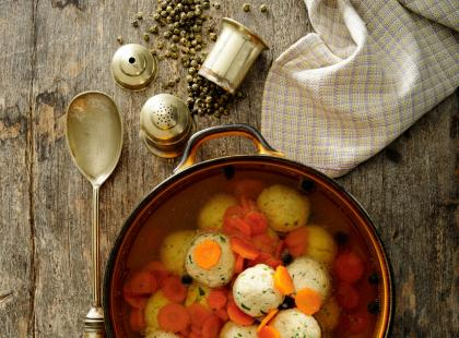 Rosół z pulpetami i marchewką