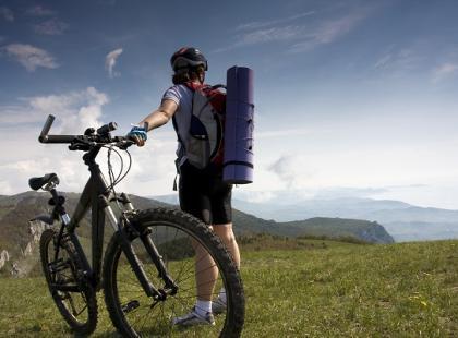 Rowerem na wakacje – o czym warto pamiętać?