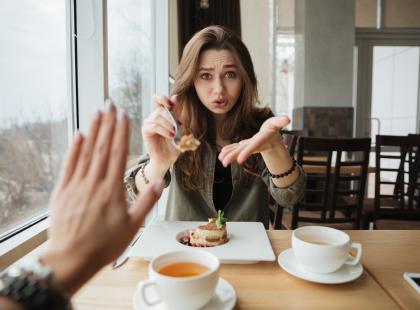Rozważania dietetyka: jak skutecznie odmawiać na diecie? Niezawodna metoda!