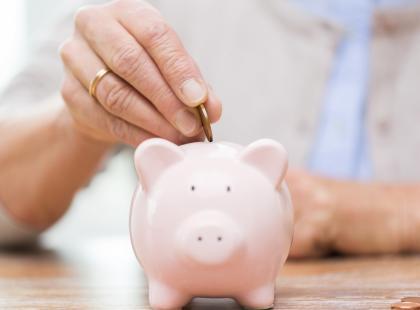 Rząd chce dać emerytom w nagrodę 10 tysięcy, jeśli NIE przejdą na wcześniejszą emeryturę