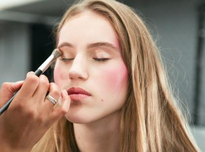 Są profesjonalne i ułatwiają zrobienie spójnego makijażu. Zobacz najlepsze palety!