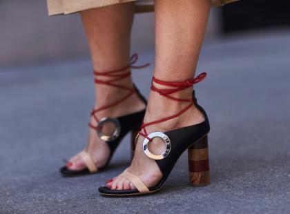 Są wygodniejsze niż buty na szpilce! 5 stylowych modeli sandałów na słupku