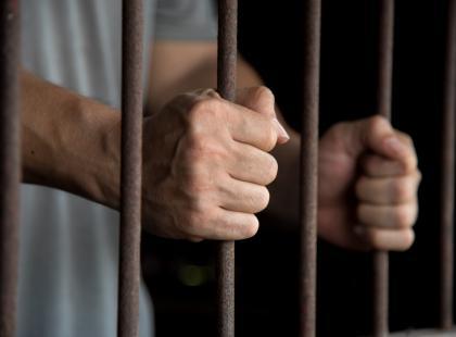 Sąd przyznał zadośćuczynienie więźniowi, który wytoczył proces zakładowi karnemu za to, że nie otrzymywał wegańskich posiłków. Paranoja?!