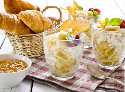 Sałatka makaronowa na słodko – przepis
