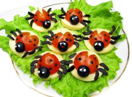 Sałatka z biedronkami - danie dla dzieci