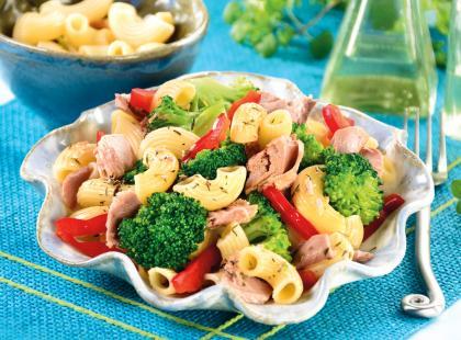 Sałatka z brokułami i tuńczykiem