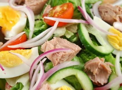 Sałatka z tuńczykiem - lekka kuchnia We-Dwoje