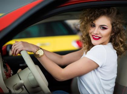 Samochód na kilometry – czy warto zamienić ratę za auto na... wynajem? Przegląd najlepszych ofert