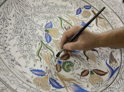 Samodzielnie malowana porcelana – pomysł na prezent