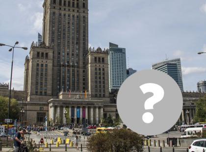 """Samolot """"wylądował"""" przed Pałacem Kultury i Nauki w Warszawie! Co się stało?"""