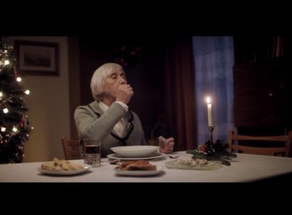 Samotnie, bez rodziny, przez telewizorem…  tak wielu polskich seniorów spędza Wigilię. Możemy to zmienić!