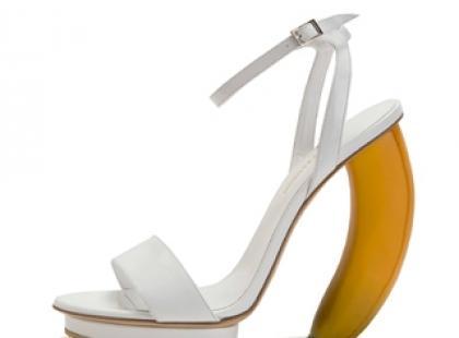 Sandałki na bananowym obcasie