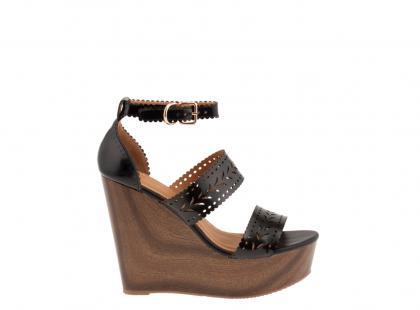 Sandały na drewnianym koturnie Parfois