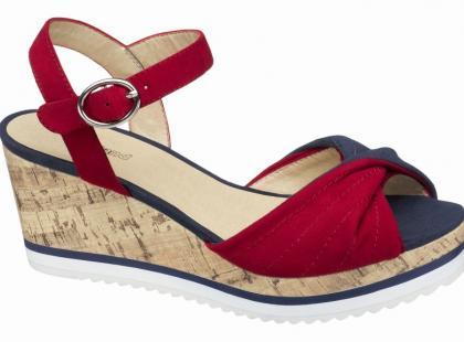 Sandały na koturnie - lato 2012
