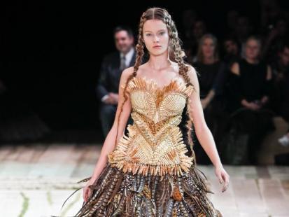 Sarah Burton tworzy kolekcję - Alexander McQueen wiosna/lato 2011