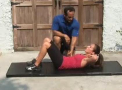 Silne mięśnie brzucha w 2 minuty - video