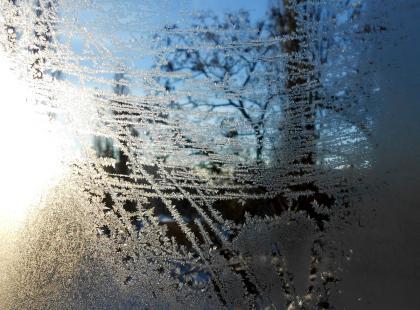 """Silny mróz i bezlitosny wiatr?! Tak nas """"rozpieści"""" luty. Pani Zimo, skromna prośba - odpuść!"""
