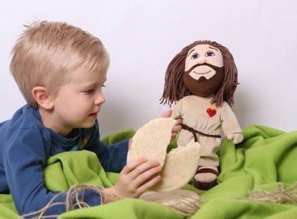 Sklep z dewocjonaliami sprzedaje… pluszowego Jezusa. Cena? Do najniższych nie należy