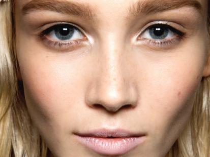 Skoryguj niedoskonałości twarzy makijażem