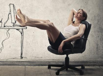 Skuteczne sposoby na 6 dolegliwości wywołanych siedzącą pracą