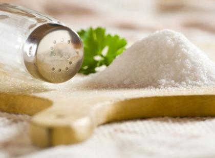 Skuteczne sposoby na ograniczenie spożycia soli