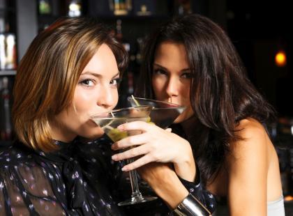 Skutki picia alkoholu obejmują wiele aspektów życia! Wpływ na zdrowie i społeczne funkcjonowanie