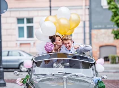 Ślub i wesele - jak dzielić się kosztami. Za co płaci panna młoda, a za co jej narzeczony?