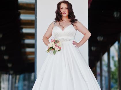 Ślub tuż tuż, a ty nadal masz kilka zbędnych kilogramów? Nie martw się. Mamy dla ciebie idealną suknię ślubną!