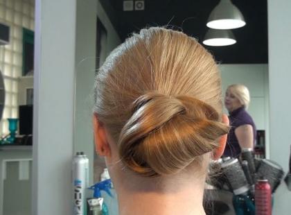 Ślubna fryzura w stylu Sienny Miller