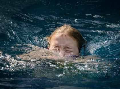 Smartfony powodem utonięć dzieci? Ostry apel ratowników wodnych