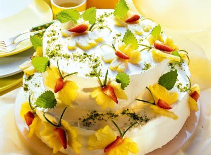 Śmietanowy tort z ananasem