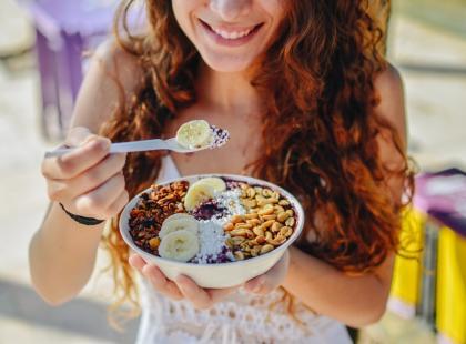 Śniadanie węglowodanowe czy białkowo-tłuszczowe? Bitwa na argumenty!