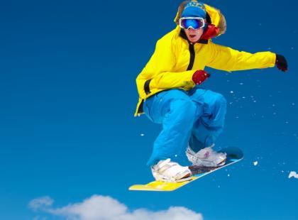Snowboardowy niezbędnik: Co przyda się na stoku?