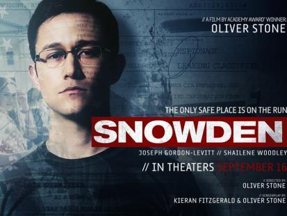 """""""Snowden"""" od jutra w kinach. A u nas pięć filmów Olivera Stone'a, których naprawdę wstyd nie znać"""