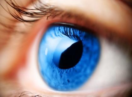 Soczewki kontaktowe i makijaż oczu