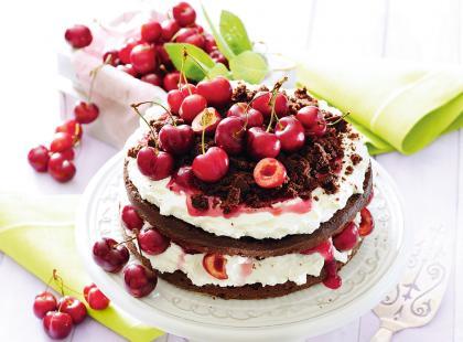 Soczyste i niezwykle słodkie! 17 najlepszych przepisów na ciasta i desery z czereśniami