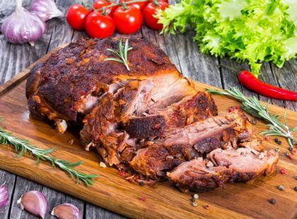 Soczyste mięso, które smakuje każdemu - sprawdź nasze przepisy na karkówkę pieczoną!