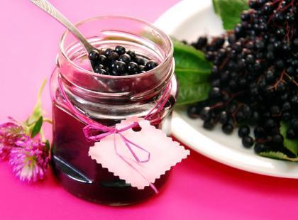 Sok z czarnego bzu -zobacz, jak zrobić remedium na przeziębienie!