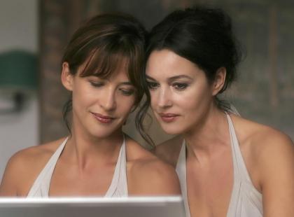 """Sophie Marceau i Monica Bellucci w filmie """"Nie oglądaj się"""""""