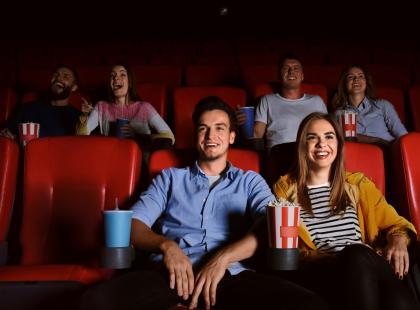 Spacer? Kawa? #MożnaInaczej! Podpowiadamy, dlaczego kino to dobre miejsce na pierwszą randkę!