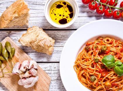 Spaghetti Puttanesca - przepis na włoskie danie