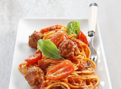 Spaghetti z pulpecikami i pomidorami
