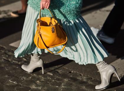 Spódnica plisowana - jak ją nosić? Modne modele z nowych kolekcji