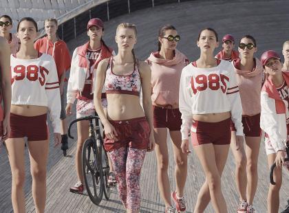 Sportowa odzież w lookbooku Bershka na sierpień 2013!